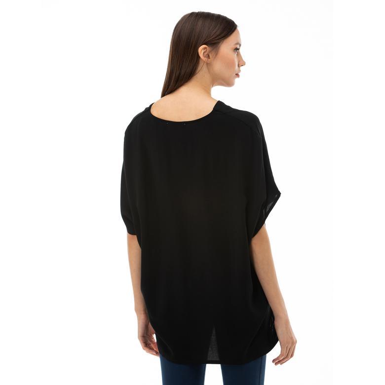 Lacoste Kadın V Yaka Kısa Kollu Siyah Bluz